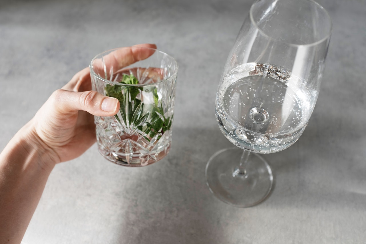 Tumbler with mint leaves and soda water