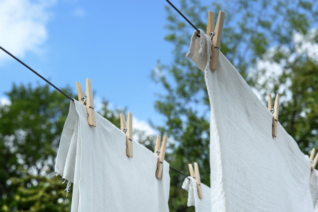 5 Swaps to Un-Plastic Your Laundry Routine